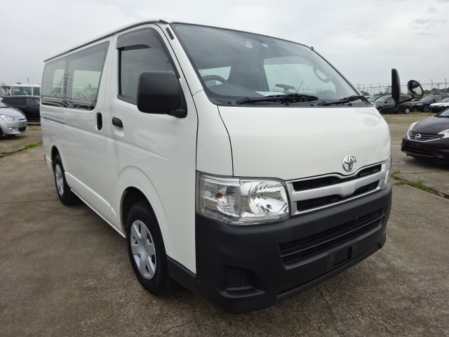 2013/MAY Auction Grade:4!! HIACE VAN TRH200V 2000cc TRH200-0181192